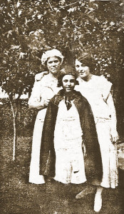 Theresa in a cape with Aunt Lou Shoemaker and sister Anna. Probably taken in Benton Harbor, Michigan.  This is a copy of the original which is in the collection of one of the Shoemaker descendents.