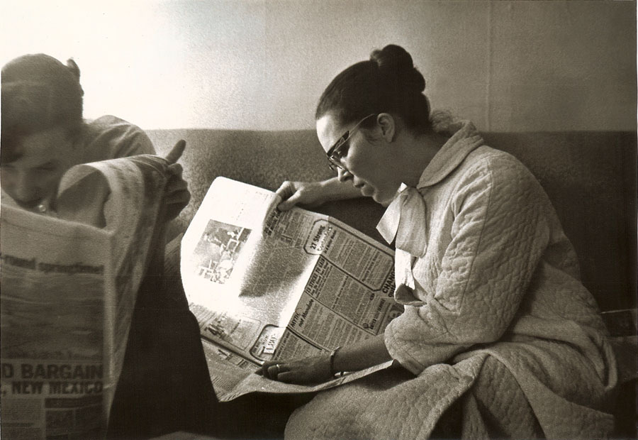 reading_the_newspaper_1962