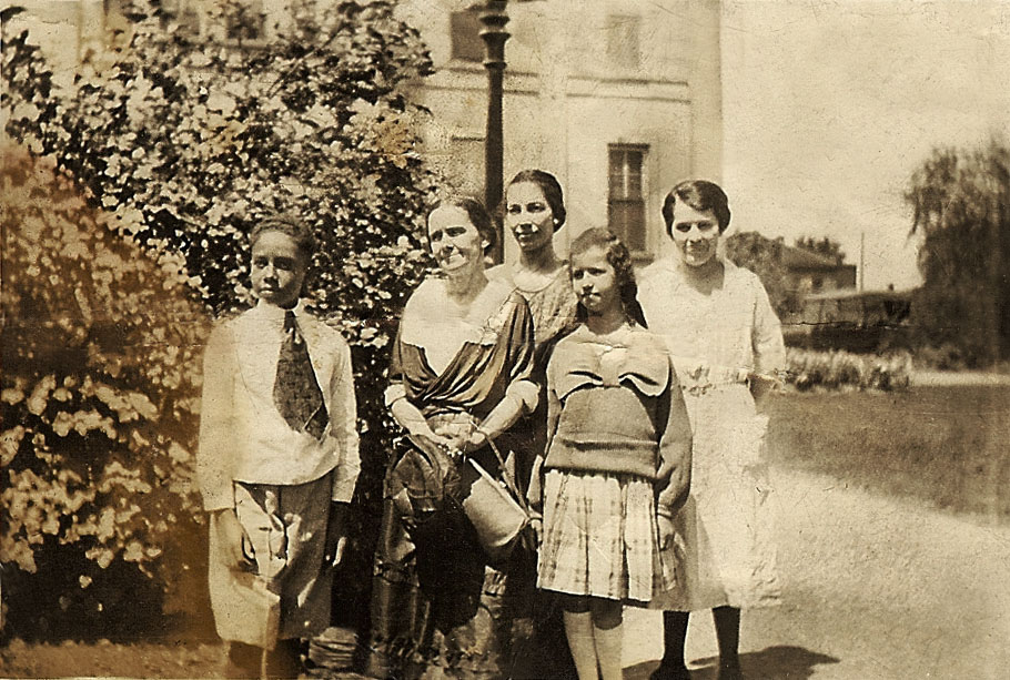 L>R - Robert Pope, Jennie Allen Turner, Alice Turner, Daisy Turner. Back - Beulah Allen Pope. 1921 Windsor, Canada.