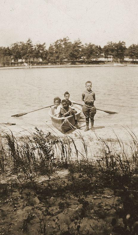 4_kids_boat_2