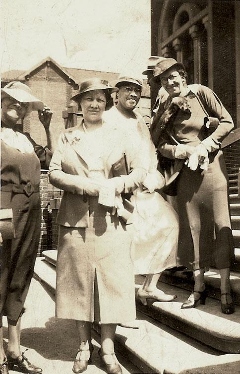 1936hatsfanniechurchsteps